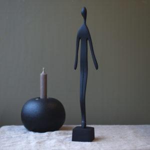 Skulptur man svart